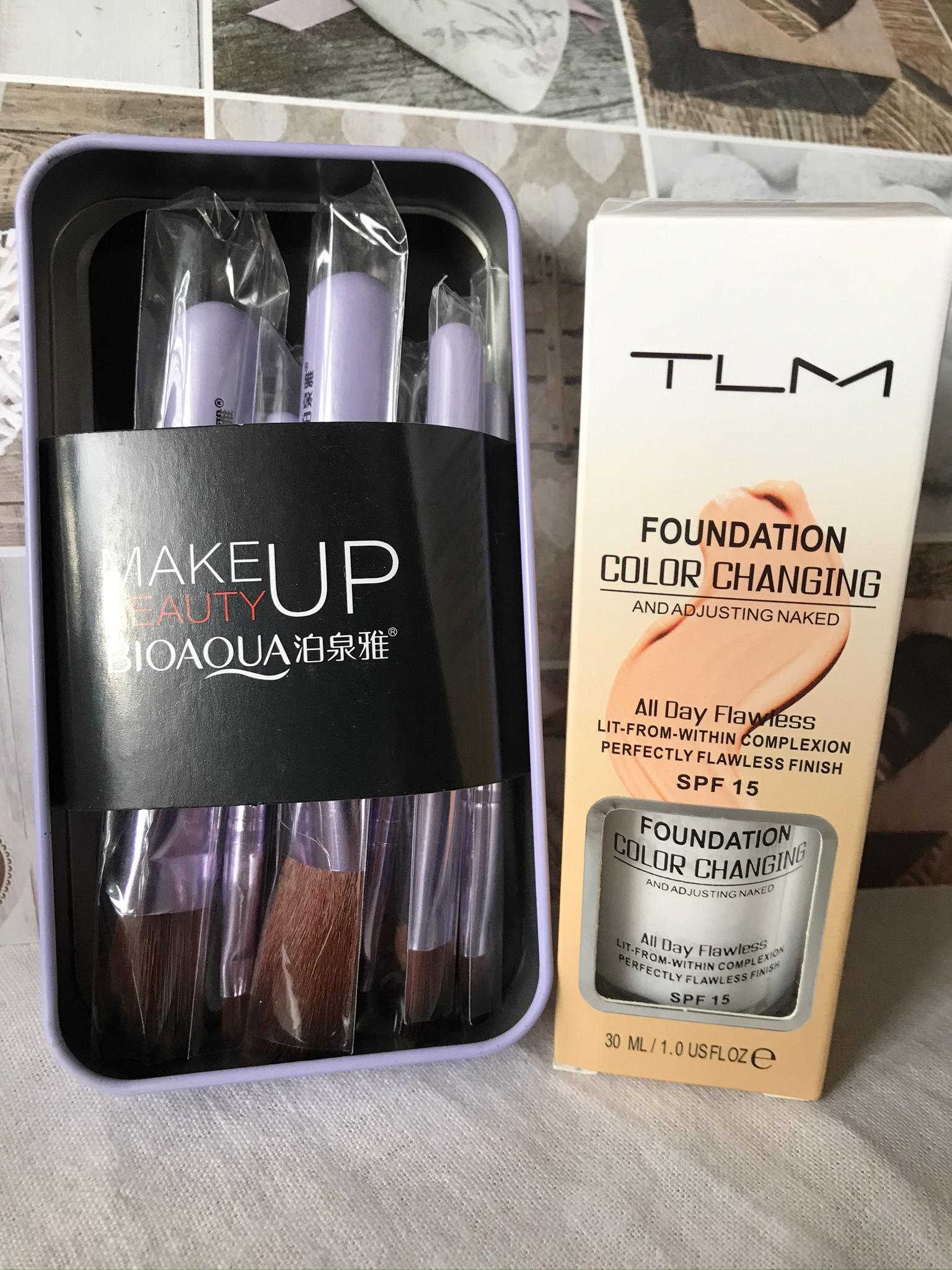 Přizpůsobivý make-up + sada štětců zdarma!